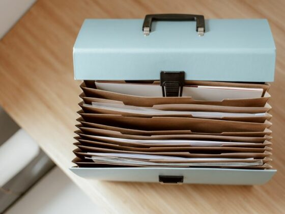 File box with lid open